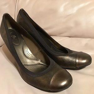 NWOB bronze cap toe heels - dexflex / Payless
